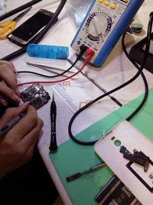 تعمیرات تخصصی همه قطعات و اجزای گوشی ها و تبلت های اچ تی سی htc